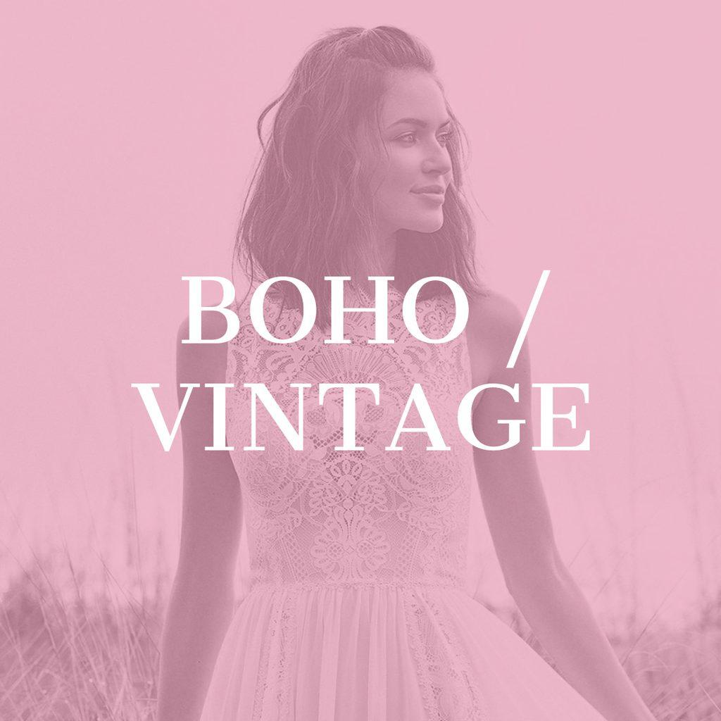 Model in Boho Brautkleid mit Tüllrock auf einem Feld