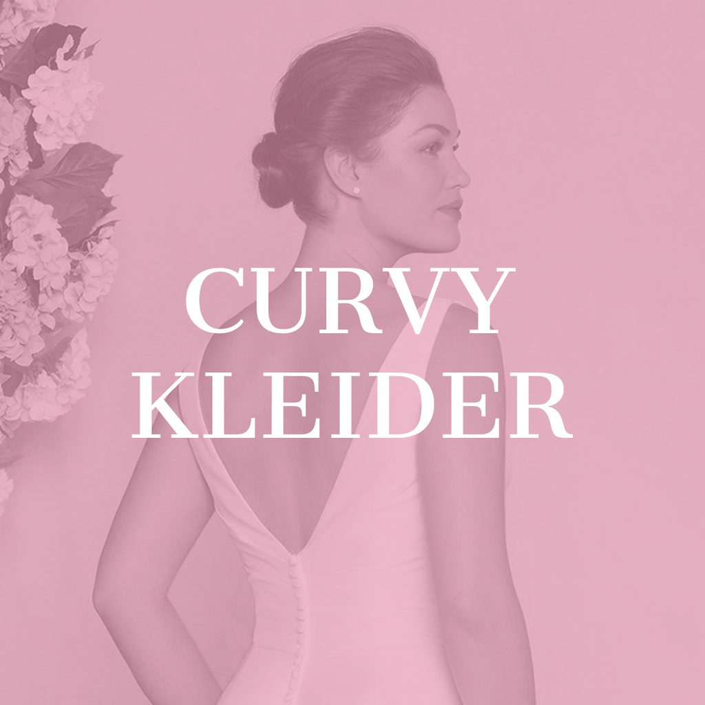 Curvy Model in Mermaid Brautkleid mit Blumen Deko