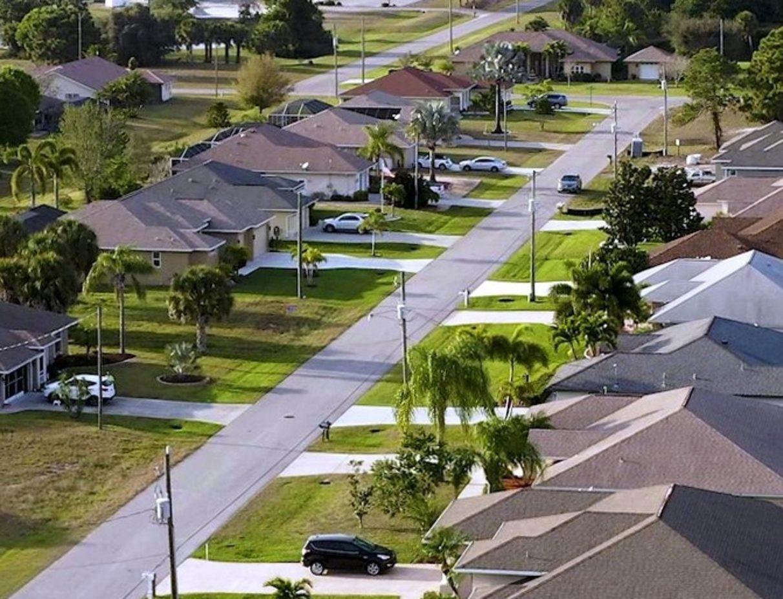 eine schöne, gepflegte, typische Villensiedlung in Charlotte County in Südwest Florida