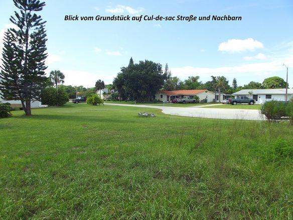 Blick von einem Baugrundstück auf der Rotonda Halbinsel in Port Charlotte auf die direkte Nachbarschaft