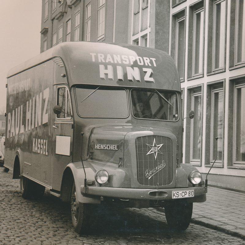 Erster Möbeltransporter von vorne aus 1923 der Firma Paul Hinz Transport GmbH in Kassel.
