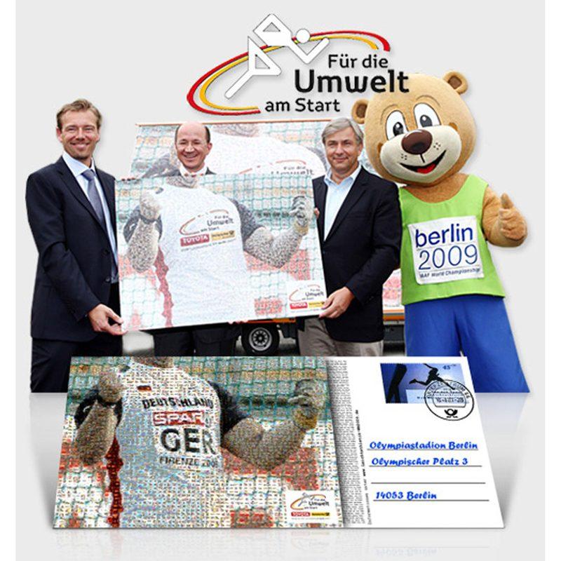 """Deutsche Post - Toyota  Beratung, Creation: Kooperations-Aktion: """"Die größte Postkarte der Welt"""". Mit der 48,75 qm großen Postkarte wurde im Guinessbuch der Rekorde ein neuer Weltrekord festgehalten."""