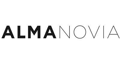 Alma Novia. Eine Brautkleid Marke, die bei Princess Dreams erhältlich ist.